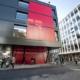 Entrée du bâtiment de la Sorbonne-Nouvelle, site de Censier, rue de Santeuil. Bâtiment rouge et noir en avant du bâtiment historique.